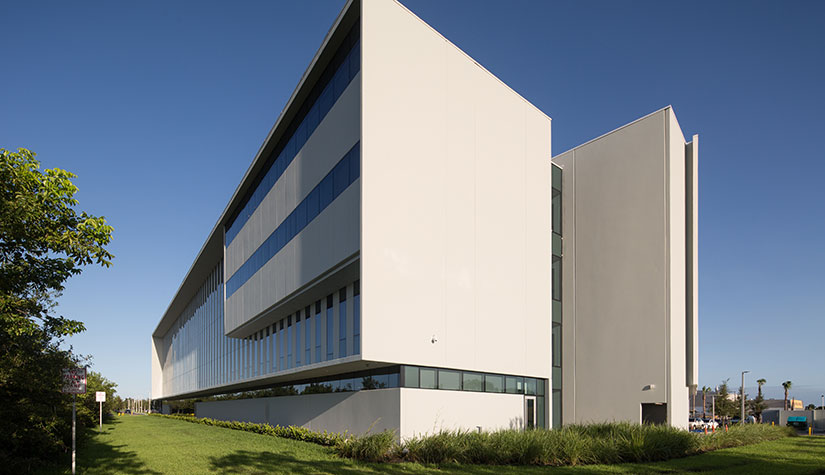 Broward-College-FIU-photo-by-Robin-Hill-(c)-HI-RES-(6)