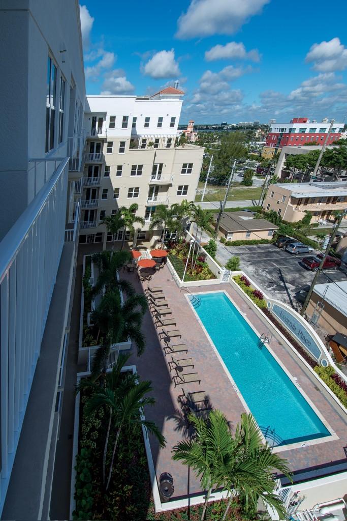 Top View Pool J-Peg